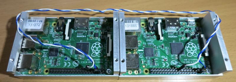 Bild 2er mit Kabeln verbundener RasPis