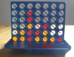 Spiel Vier Gewinnt mit eingezeichneten Diagonalen